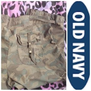 Old Navy Cargo Camouflage Capris Low Waist Size 14